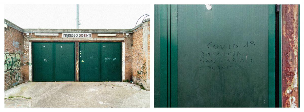 una delle entrate dello stadio Pier Luigi Penzo, Venezia con murales. Una delle scritte dice: Covid dittatura sanitaria e cibernetica.