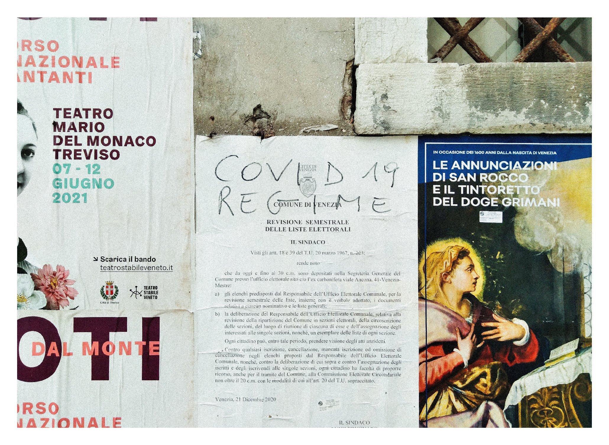 Murales su comunicato del comune di Venezia che dichiara: Covid 19 regime.